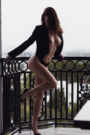 Stephana escort