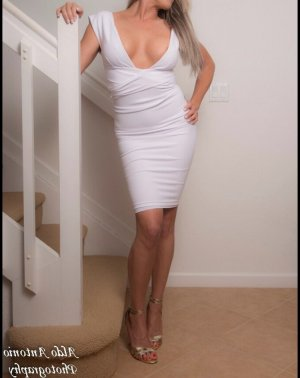 Nessy live escort in Largo