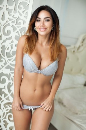 Falak escorts