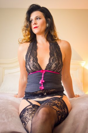 Elaina independent escort